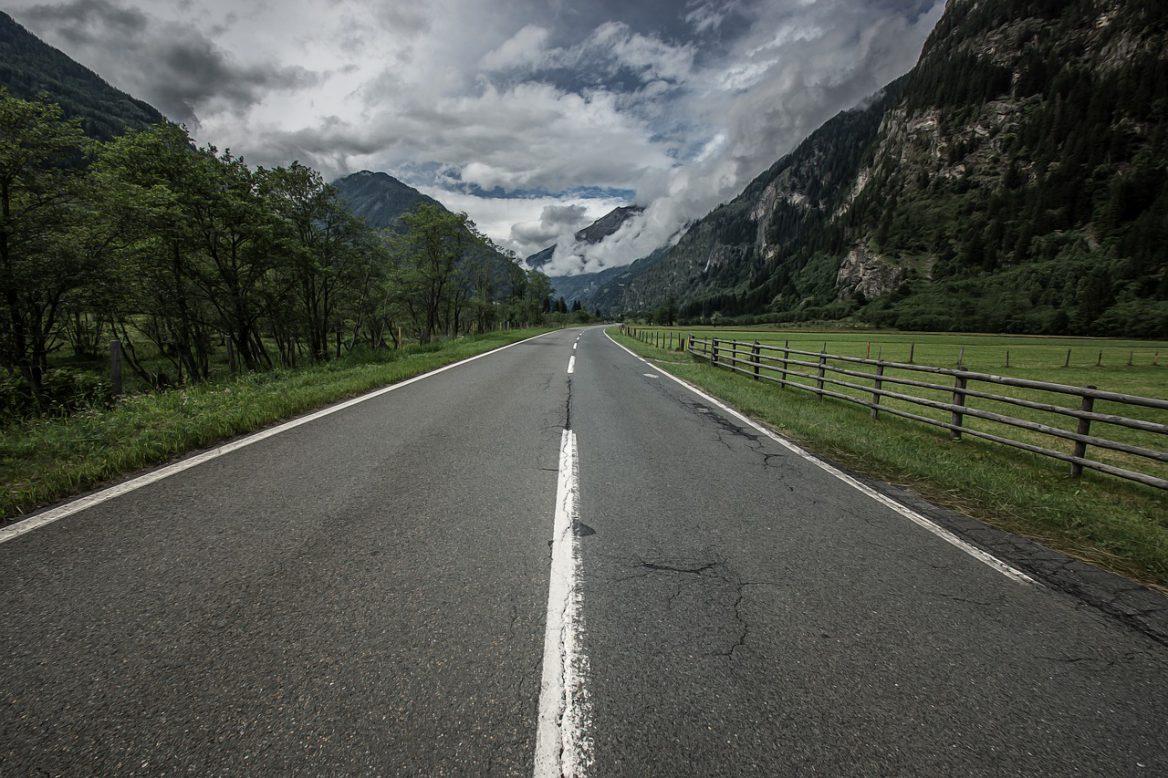 road-2517227_1280