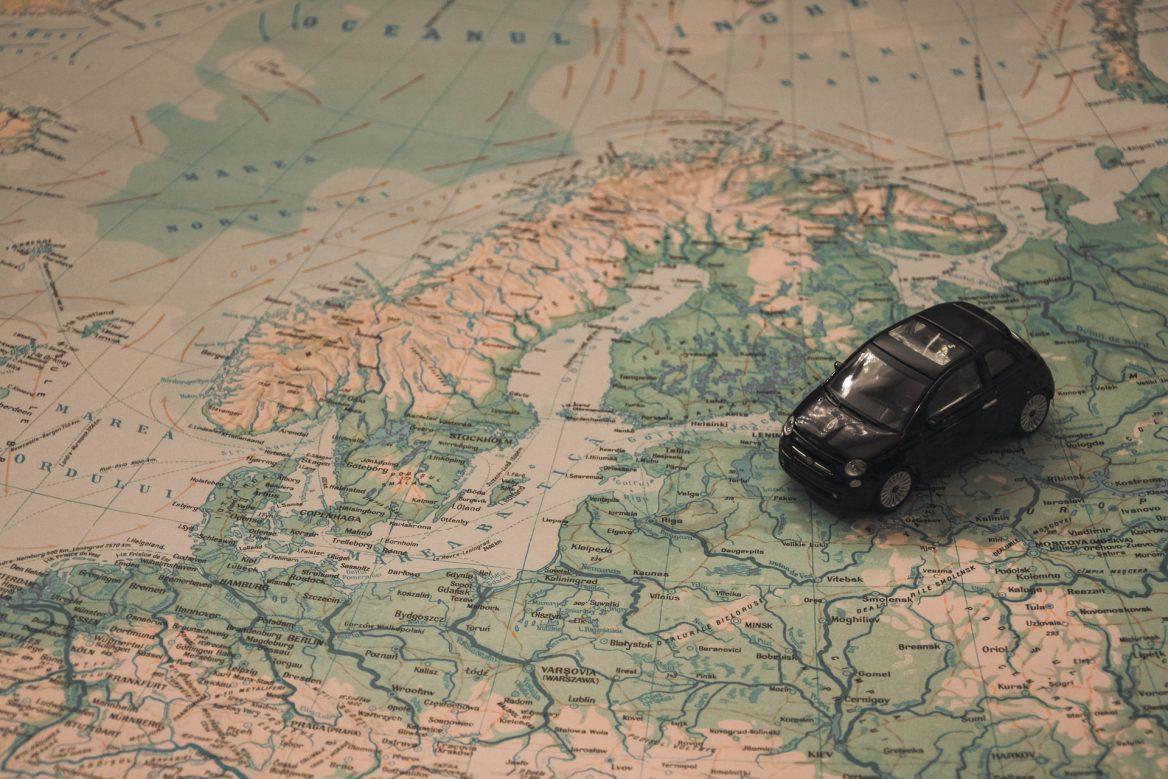 Jak dobrze wynająć samochód na wakacyjną podróż?